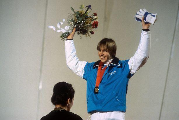 Matti Nykänen tuuletti Sarajevossa talvella 1984 ensimmäistä olympiavoittoaan.