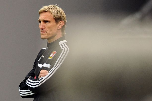 Sami Hyypiä sai unelma-alun valmentajauralleen Bayer Leverkusenissa. Nyt miestä huhutaan takaisin valmentajatöihin Kalmarin peräsimeen.