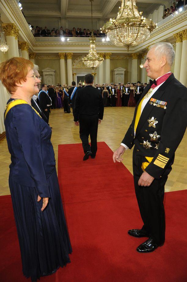 Presidentti Halonen ja kenraali Gustav Hägglund kohtasivat iloisissa tunnelmissa Presidentinlinnassa itsenäisyyspäivänä 2009.