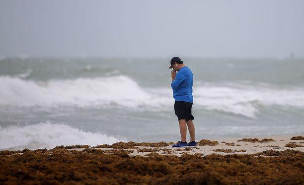 Floridaan on odotettavissa jopa päiviä kestäviä sähkökatkoja.