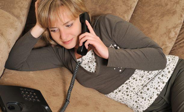 Tutkimuksessa vertailtiin tuttavien välisiä puheluita. Kuvituskuva.