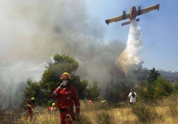 Ainakin 150 asuintaloa on tuhoutunut Kreikassa riehuneissa maastopaloissa.