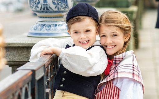 Harvinainen video: prinsessa Estelle, 8, ja prinssi Oscar, 4, telmivät isän kanssa - outo pukukoodi kotona