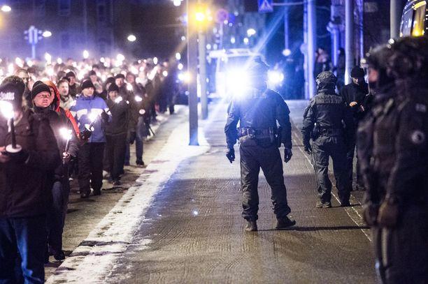 612 soihtukulkue aikoo marssia viime vuoden tapaan Töölöntorilta Hietaniemen hautausmaalle. Kuva viime vuodelta.
