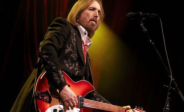 Tom Petty oli palkittu muusikko. Hänen urastaan on tehty myös dokumentti nimeltä Runnin' Down a Dream.