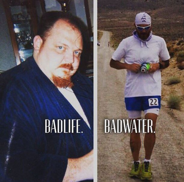 Davik Clark on nykyisin ultrajuoksija. Oikean kuvan Badwater-tekstillä viitataan maailman raskaimpana pidettyyn juoksukisaan. Kisalla on mittaa 217 kilometriä.