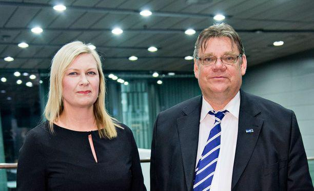 Tiina ja Timo Soini osallistuvat torstaina kansalliselle rukousaamiaiselle Washingtonissa. Valtio maksaa ulkoministerin lisäksi myös puolison matkan kristilliseen tapahtumaan.