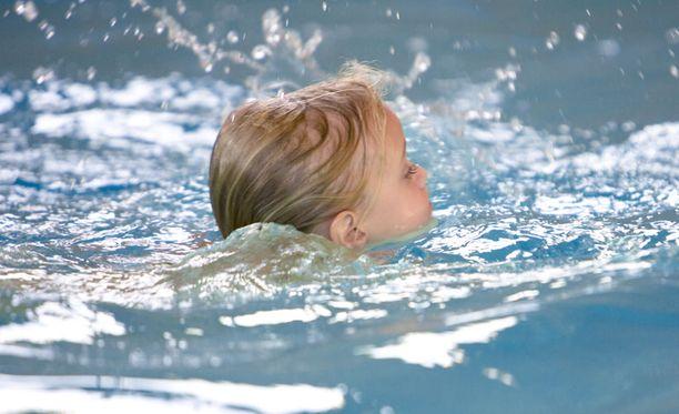 Kylmässä uiminen ei aiheuta flunssaa.