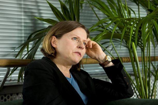 """Heidi Hautala on vihreän liikkeen """"mehiläiskuningatar"""", joka putoaa nyt tyhjän päälle."""