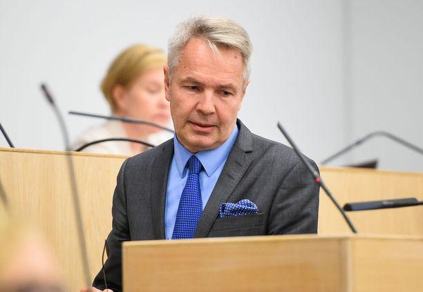 Helsingin Sanomien tuoreen gallupin mukaan Sauli Niinistön ylivoima on murskaavaa. Niinistöä äänestäisi HS:n gallupin mukaan presidentinvaalien ensimmäisellä kierroksella 68 prosenttia äänestäjistä, jos vaalit pidettäisiin nyt. Pekka Haaviston kannatus oli gallupissa 13 prosenttia.