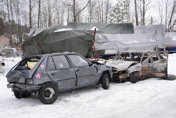 Maanantaihin mennessä palaneesta ja romutetusta autosta on tehty kaksi ilmoitusta, jotka ovat nyt selvityksessä.