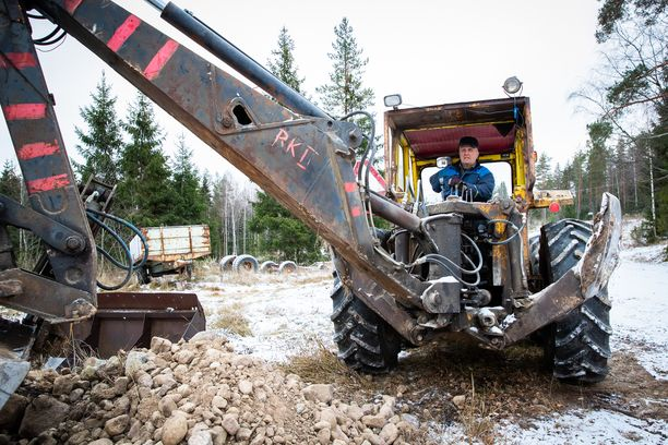 Traktoriurakoitsijana Kokkola jatkaa edelleen, vaikka ikää on jo 72 vuotta.