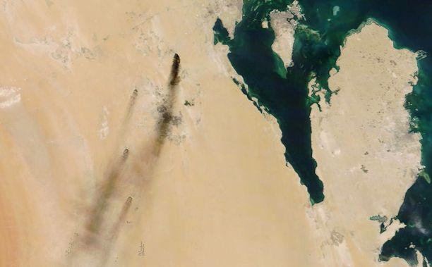 Savu nousi Saudi-Arabian tärkeistä öljyntuotantolaitoksista lauantaina.
