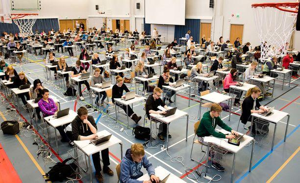 Sähköinen ylioppilastutkinto alkaa tänä syksynä. Viime keväänä sitä vielä harjoiteltiin Ylöjärvellä.