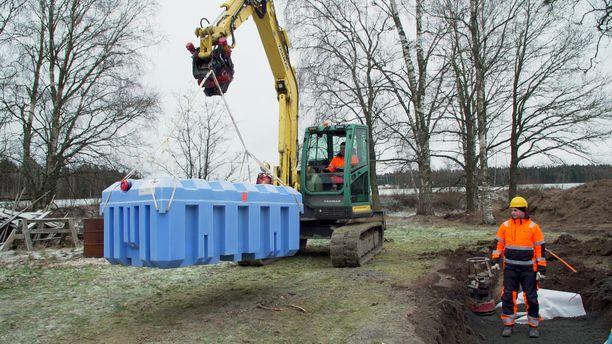 Jätevesisuunnitelmasta ja toimenpideluvan hakemisestä edetään tänä vuonna monessa kohteessa jätevesijärjestelmän asennustöihin.