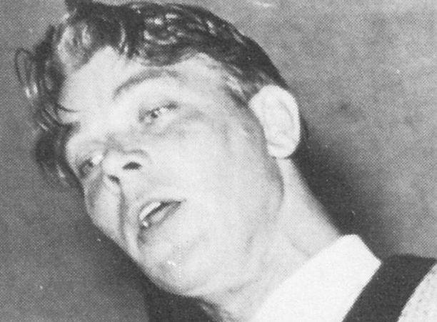 Mauno Blomqvist laulamassa Varsinais-Suomen maatalousnäyttelyssä vuonna 1960.