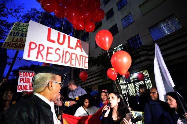 Lulan kannattajat kampanjoivat Sao Paulossa keskiviikkona.