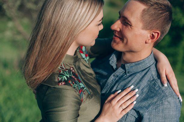 Parisuhteessa oleellista on jakaminen, puolin ja toisin, hyvässä ja pahassa.