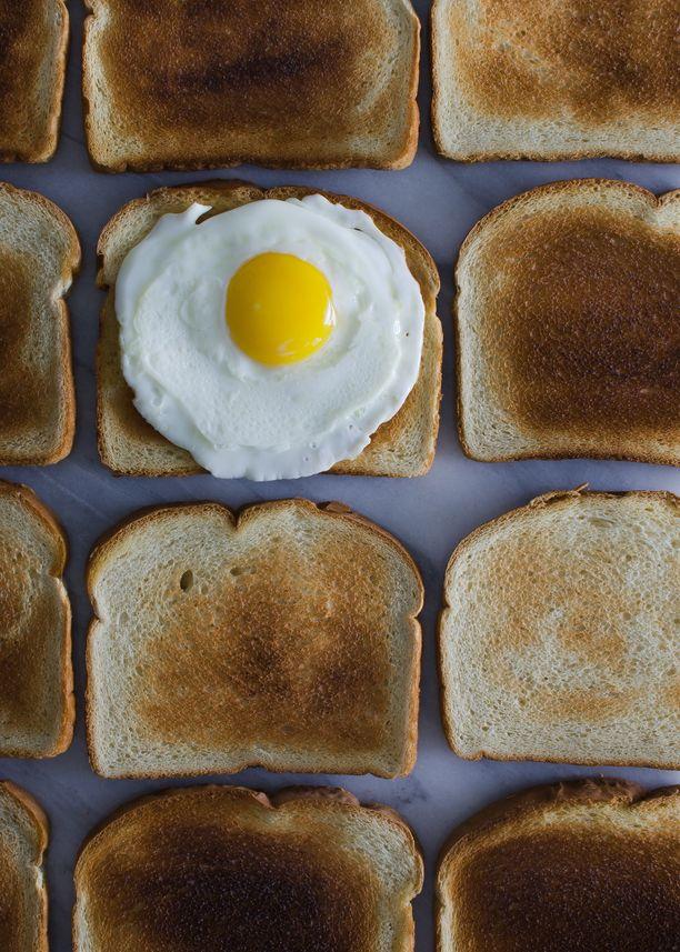 Paistettu muna ja kananmuna on monen aamiaisherkku.