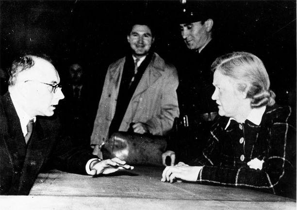 Ilse Koch on yksi tunnetuimpia naispuolisia natseja. Hän työskenteli useilla keskitysleireillä ja tuomittiin elinkautiseen vankeuteen sodan jälkeen.