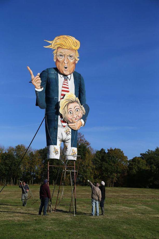 Donald Trumpia esittävä jättimäinen nukke tuikataan tulen Englannissa lauantaina.
