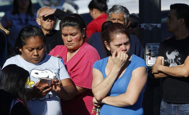 Los Angelesissä 12-vuotias tyttö ampui kahta koulutoveriaan torstaina.