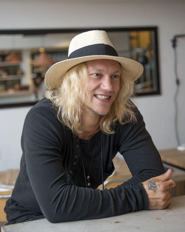 Jukka Hildén on tunnettu Duudsonit -ryhmän jäsen. Mies tunnetaan myös ääninäyttelijänä.