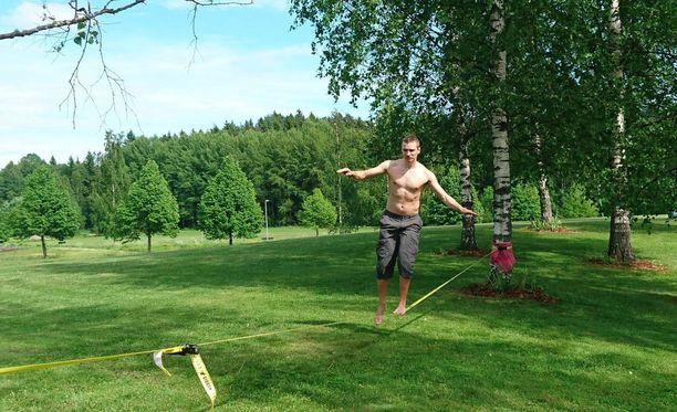 Vantaalainen Jarmo Vestola on priorisoinut elämässään vapaa-ajan, jonka kokee työntekoa mielekkäämmäksi tavaksi viettää aikaa.