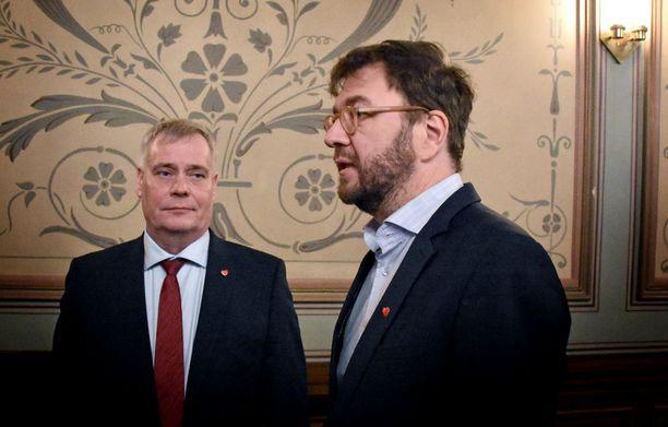 Puheenjohtaja Antti Rinne ja haastaja Timo Harakka olivat ensimmäisessä puheenjohtajatentissä erimielisiä SDP:n nykytilasta.