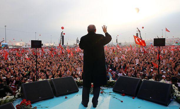 Erdoğan puhui kannattajilleen tiistaina Ankarassa.