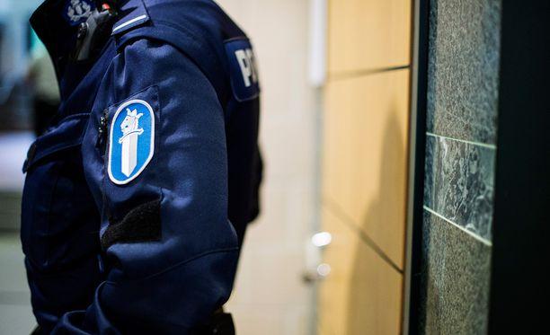 Poliiseina esiintyvistä huijareista on tehty runsaasti ilmoituksia. Kuvituskuva.