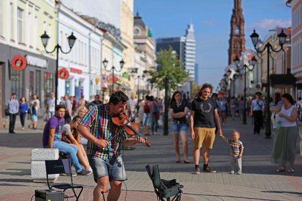 Baumaninkatu on vilkas kävelykatu Kazanin keskustassa. Sen varrella on paljon kauppoja ja ravintoloita.