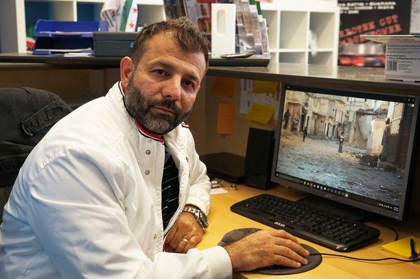 Rami Adham esiintyi julkisuudessa syyrialaislasten auttajana ja hyväntekijänä. Sittemmin taustalta on ilmennyt useita rikoksia.