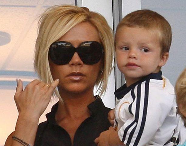 Victoria Beckhamilla on kolme poikaa. Kuvassa nuorin, Cruz.