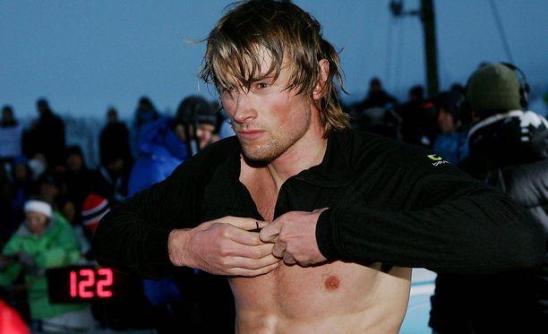 Petter Northug tykkää esitellä treenattua vartaloaan.