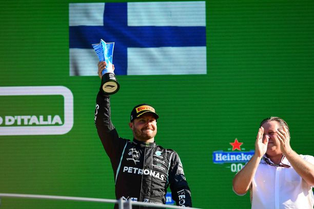 Valtteri Bottas juhli Monzassa kolmossijaa.
