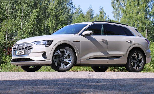 Audi e-tron on iso auto - pidempi kuin kuin Audi Q5.