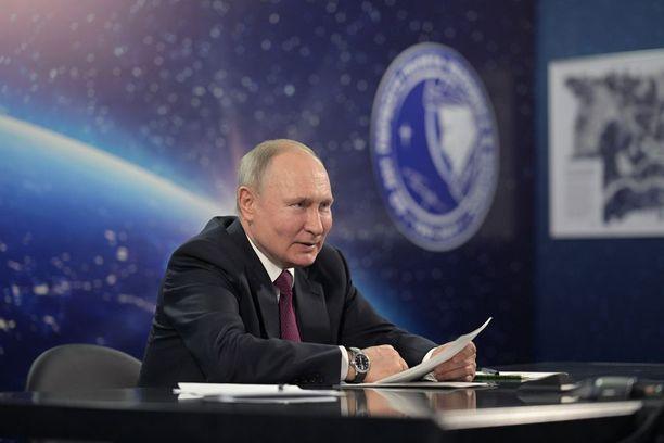Venäjän presidentti Vladimir Putin antoi duumalle 11.5. lakiesityksen, jonka mukaan Venäjä vetäytyy Open Skies -sopimuksesta.