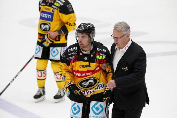 Radek Koblizek sai Tuukka Mäntylältä rajun tällin ja oli sivussa seitsemästä ottelusta.