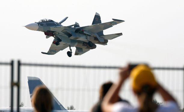 Venäläisvalmisteinen Suhov Su-30 -mallin kone loukkasi viikonloppuna Turkin ilmatilaa. Arkistokuva.