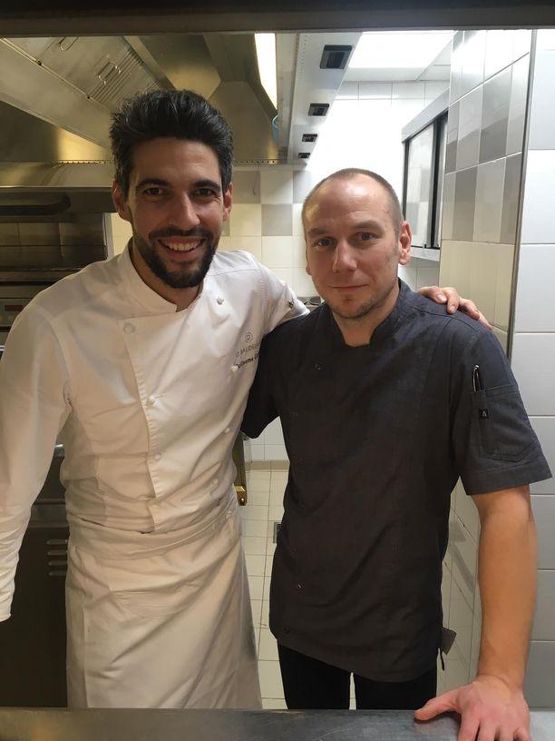Le Burgundyn ravintolan keittiömestari Guillaume Coupil ja Tommi Tuominen.