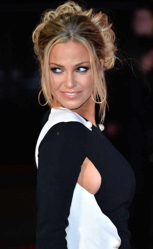 Sarah Harding, 39, on tunnettu näyttelijä-laulaja.