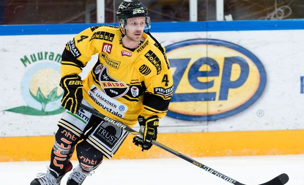 Sebastian Lauritzen pelasi kaudella 2015-2016 KalPassa. Sen jälkeen ruotsalaishyökkääjä siirtyi kotimaansa toiseksi korkeimmalle sarjatasolle Timrå IK:n riveihin.