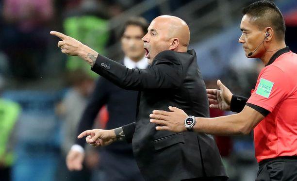 Espanjalaismedian mukaan Argentiinan päävalmentaja Jorge Sampaolia uhkaa potkut kesken MM-turnauksen.