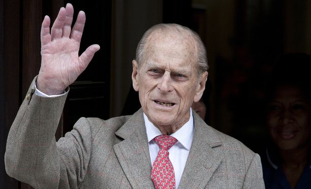 Prinssi Philip pääsee kuin pääseekin kirkkoon.