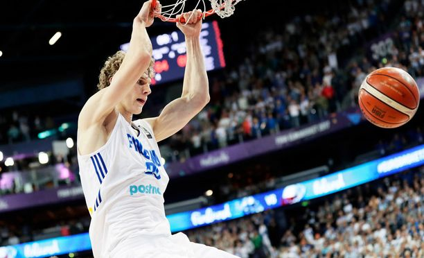 Lauri Markkanen on Suomen koripallon superlupaus. Ensi kaudella hän edustaa NBA:n Chicago Bullsia.