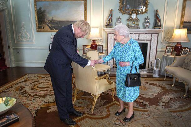 Britannian kuningashuone ei ole kommentoinut väitteitä kuningattaren johtamisesta harhaan.