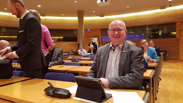 Sinisten varapuheenjohtaja, työministeri Jari Lindström ilmoitti maanantaina sinisten tammikokouksessa asettuvansa ehdolle eduskuntavaalien lisäksi myös toukokuun eurovaaleissa.