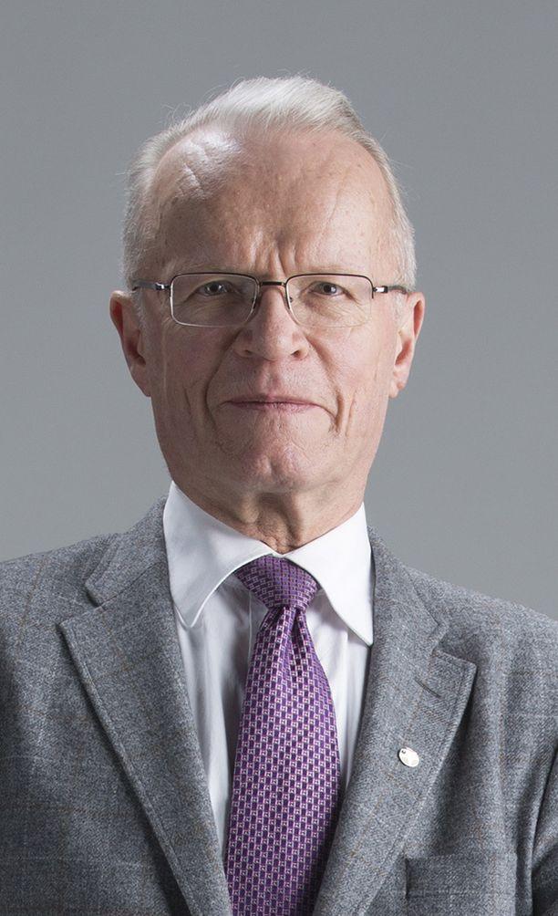 Lauri Tarastin mukaan uusnatsijärjestön tunnuksetkin voidaan kieltää.