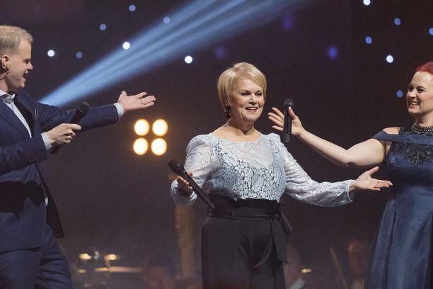 Iskelmätähti Katri Helena on ihastuttanut suurta yleisöä keikkalavoilla 55 vuoden ajan. Kuva Vuosisadan kulttuurigaalasta Turusta vuodelta 2017.